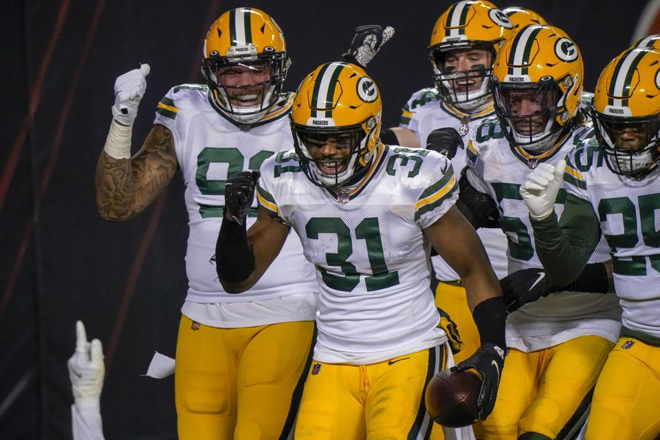 Green Bay Packers blast Chicago Bears to clinch NFC's No. 1 seed, get bye